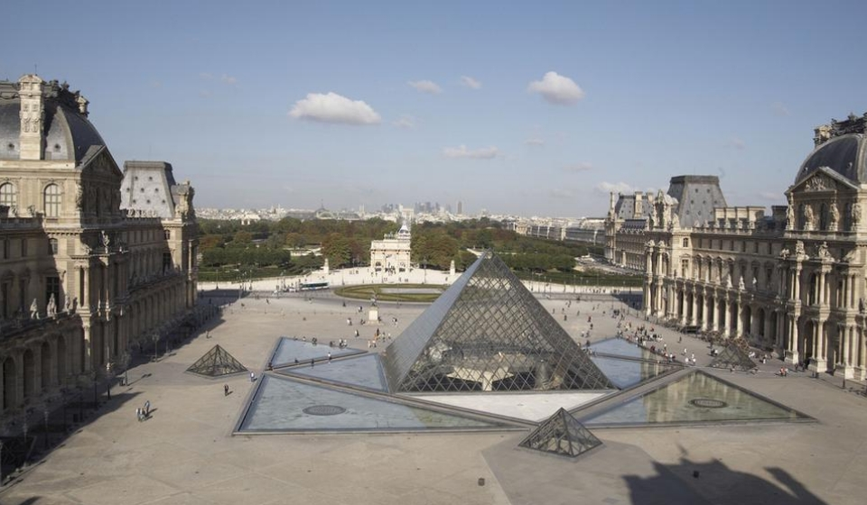 The Diamond Of The Louvre Hits 30 Saint Gobain